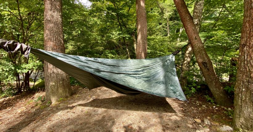 道志の森キャンプ場でヘネシーハンモックを張る