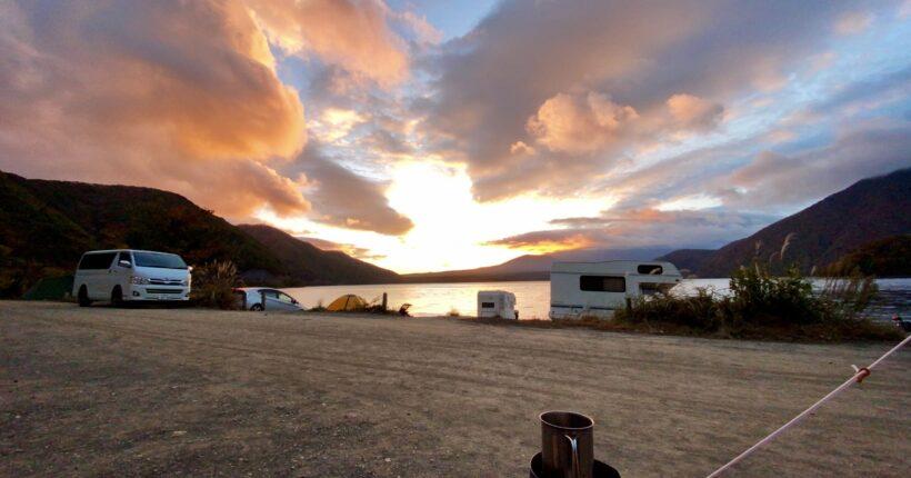 本栖湖の浩庵キャンプ場の日の出